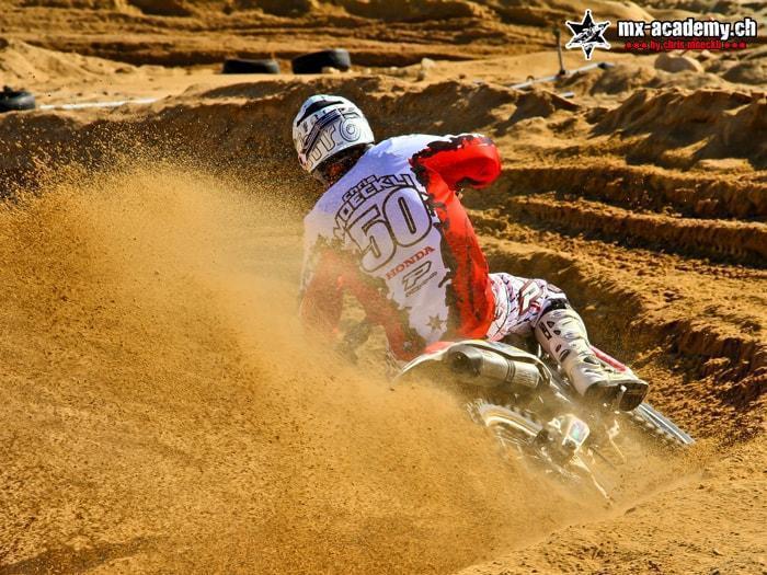 Motocross Team lernen im Sand fahren Chris Moeckli