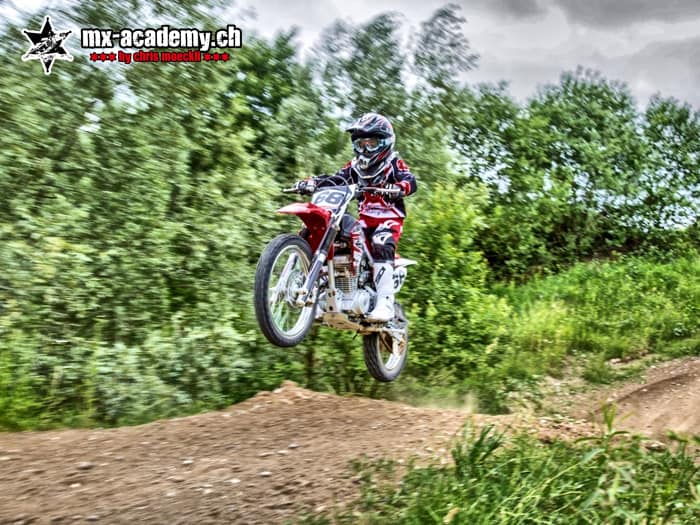 Kids-Motocross Switzerland, learning to jump in the MX-Academy-Motocross-Team