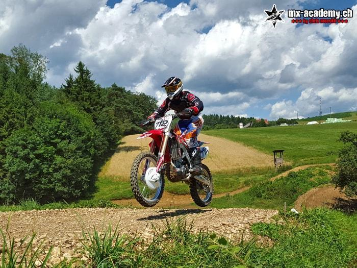 Riding Supermoto – Learing to jump off-road